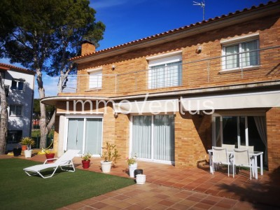 36/5000 Magnificent villa for sale in Palamós