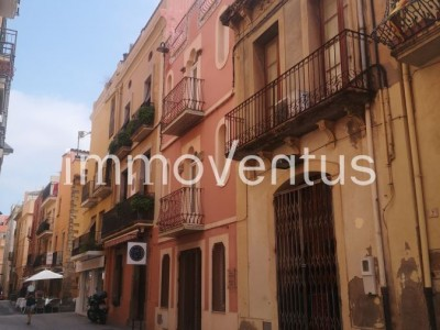 CENTENARY TOWN HOUSE FOR SALE IN THE OLD TOWN OF PALAMÓS