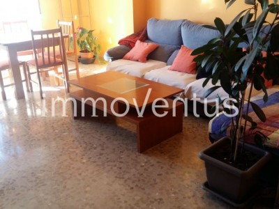 NOW 30,000'- € LESS!  Large apartment + parking for sale in the center of Calonge